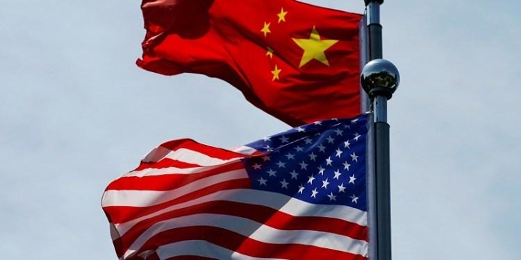 علما الصين وأمريكا في صورة من أرشيف رويترز
