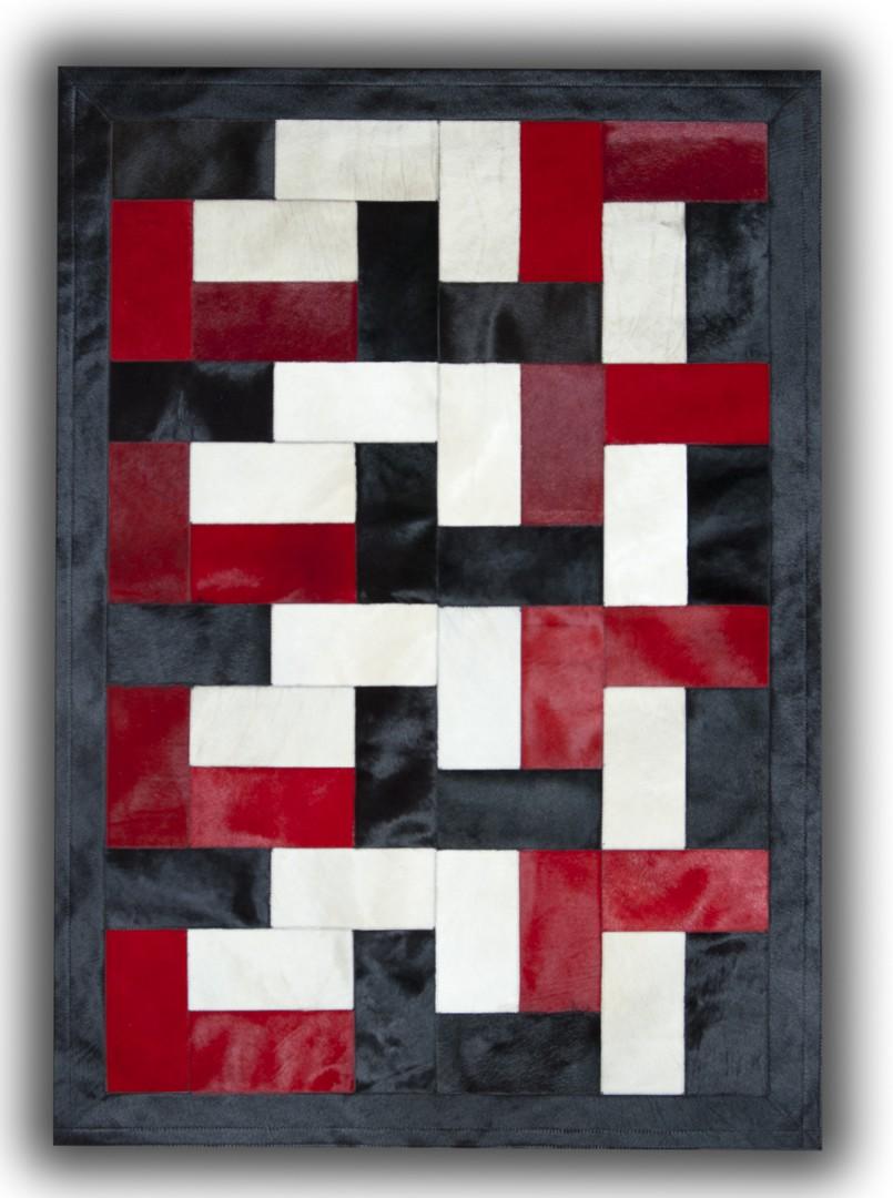tapis noir blanc et rouge sur peau de vache patchwork ceuta