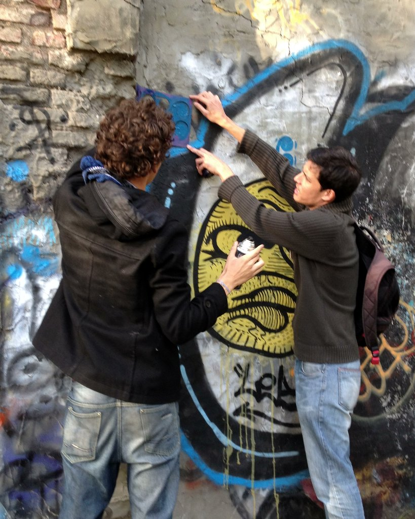 Matt from Buenos Aires Street Art Tours shows us how to spray a stencil