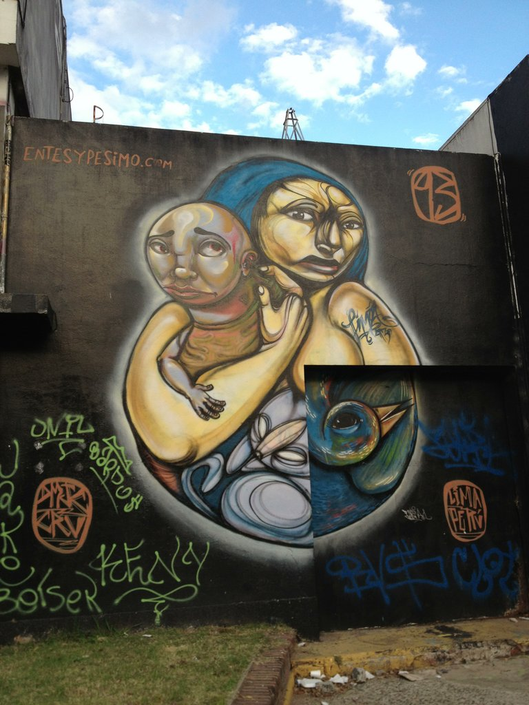 Peruvian Street Artist Entes in Buenos Aires