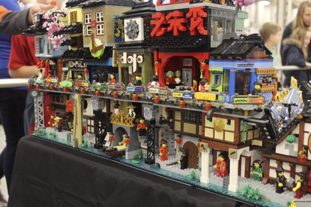 Asian street scene made from LEGO - Brickworld Virtual LEGO Con