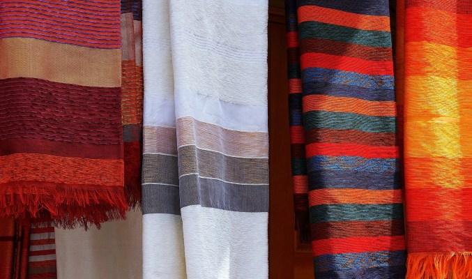 färggranna textilier
