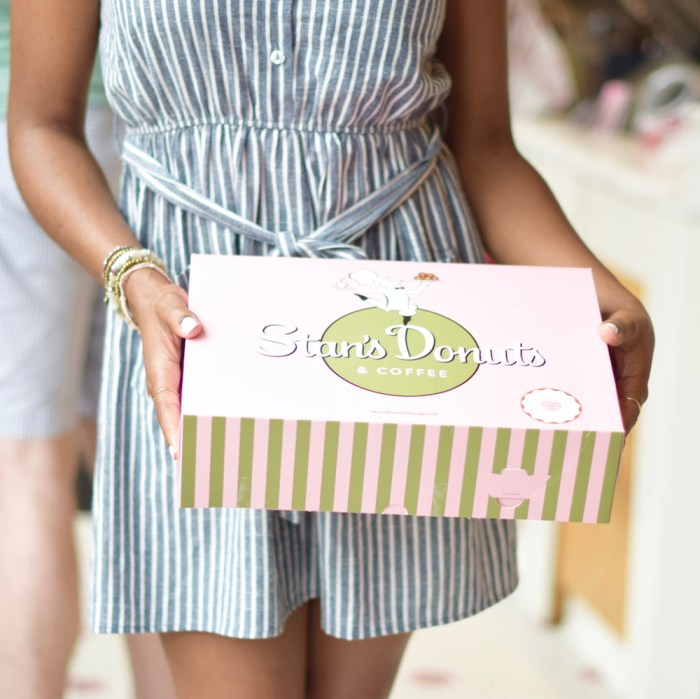 stans-donuts-chicago-pink-doughnut-box