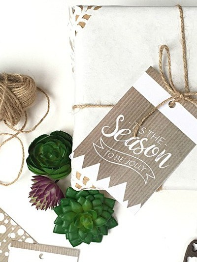 Rustic Printable Christmas Gift Tags & A Cute Gift Wrapping DIY
