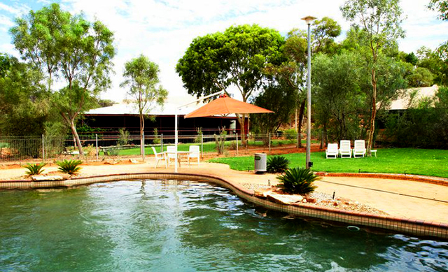 where to stay while exploring the outback