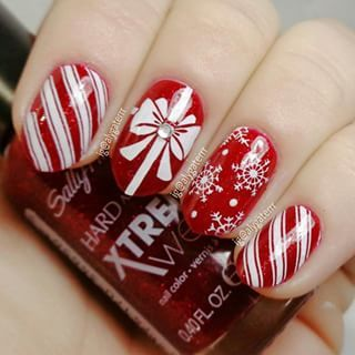 winter-nails-cute-designs-red-gift white-glitter
