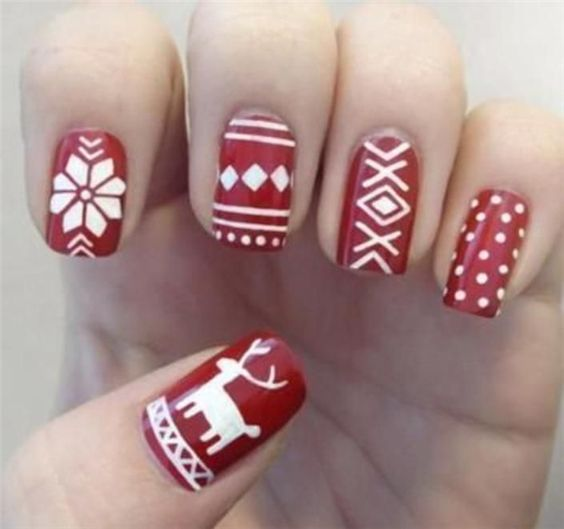 winter-nails-cute-designs-red-white silver Christmas-glitter raindeer