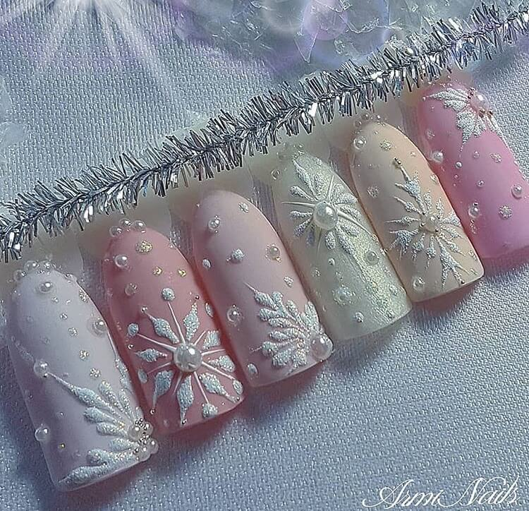 snow nails christmas winter manicure pastel
