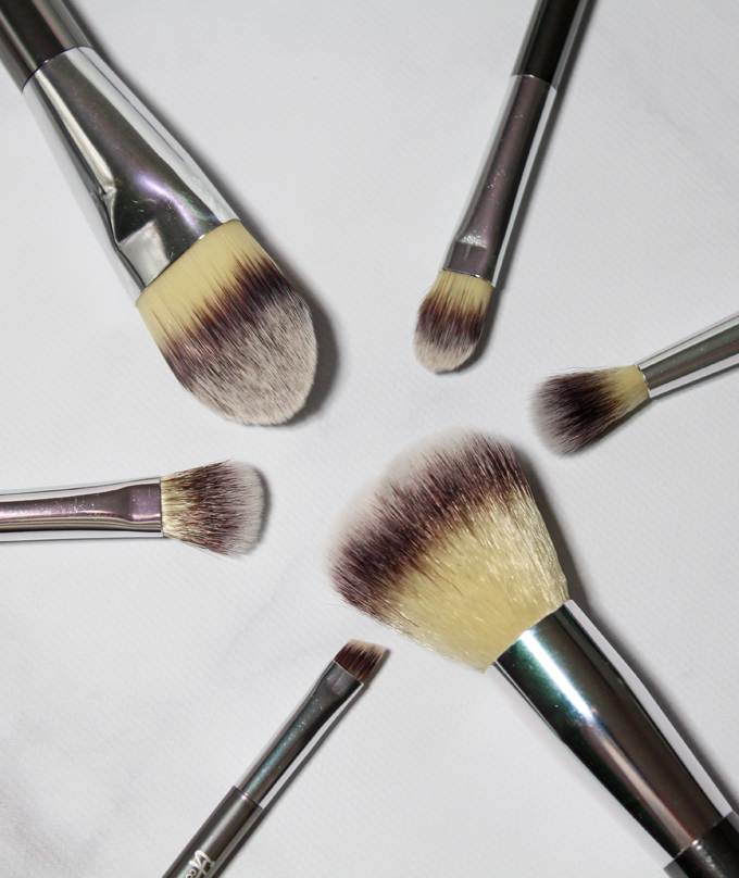 IT BRUSHES FOR ULTA  Your Superheroes Full-Size Travel Brush Set Review  This set includes 6 brushes- Unstoppable Powder Plush, Seamless Foundation: Dense, Effortless Crease Narrow, Smoothing Concealer Small, Absolute Shadow Small, & the Flawless Liner & Brow.  Check out how to use these brushes & why I love them on All Things Beautiful XO