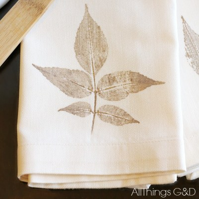 DIY Leaf Stamped Napkin Tutorial - a simple a beautiful way to bring some fall decor to your dining table. | www.allthingsgd.com