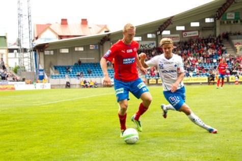 Peter Larsson drog på sig ett gult och är avstängd mot Falkenberg