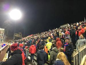 Över 2000 tillresta supportrar visade sitt stöd i 90 minuter