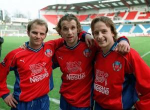 Minnena från guldåret 1999 är många. Här den norska trion Storvik, Stavrum och Johansen Foto: Bildbyrån