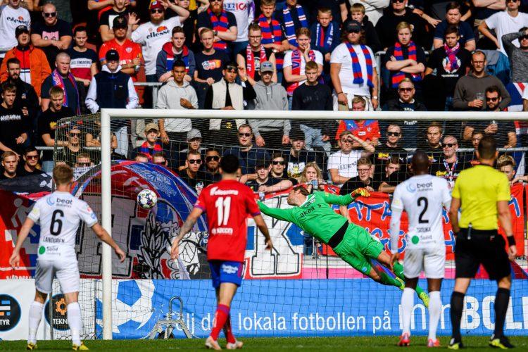 HIF föll med 2-1 mot Öster i Växjö efter flera varningar, en utvisning och en hög missade frilägen