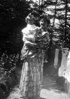 Alma Mahler mit Tochter Anna