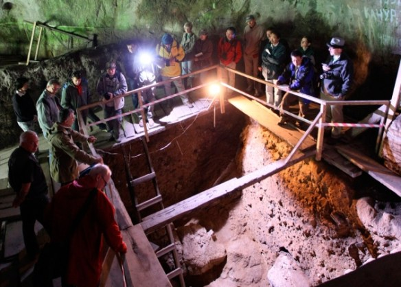 Denisova_cave_excavation