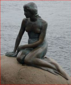Little mermaid statue photo