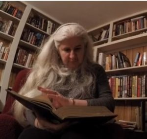 Photo Alma in her home library