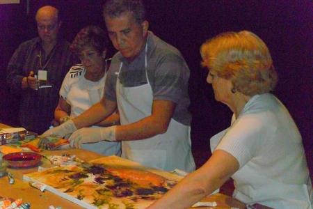 Jose Medrado pintando