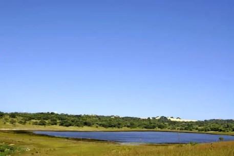 Lagoa numa estrada secundária entre Bilene e Zongoene