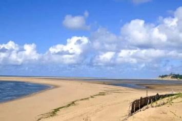 Belíssima praia do Zongoene, próximo de Xai-Xai, 225 quilómetros a Norte de Maputo