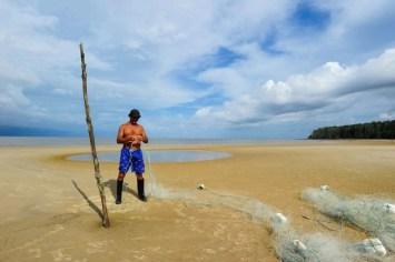 Seu Júlio, pescador na Praia de Barra Velha, na Ilha do Marajó