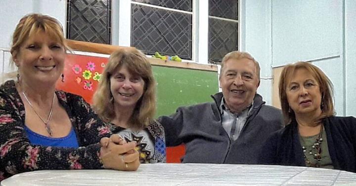 Padres con hijos en el exterior «Cerca a la distancia»