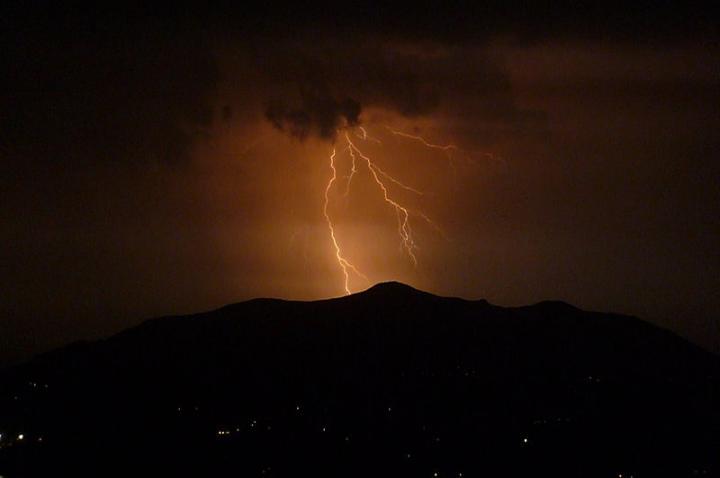 thunderstorm_over_corfu_0_full_width.jpg