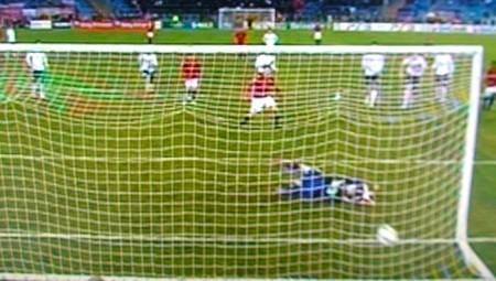 Totti trasforma il rigore e supera il Bayern