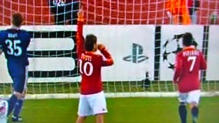 Totti festeggia il sorpasso sul Bayern