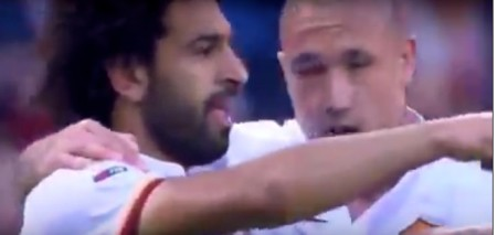 Salah abbracciato da Nainggolan