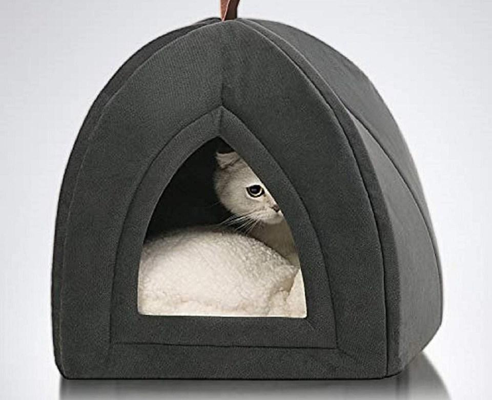 Con forma de cueva, hamaca o cojín, así son las camas para gatos de Amazon