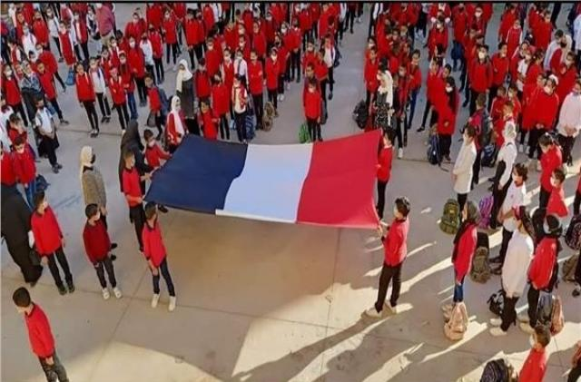 A school raises controversy and raises the French flag instead of the Egyptian flag… and the investigation reveals a surprise!