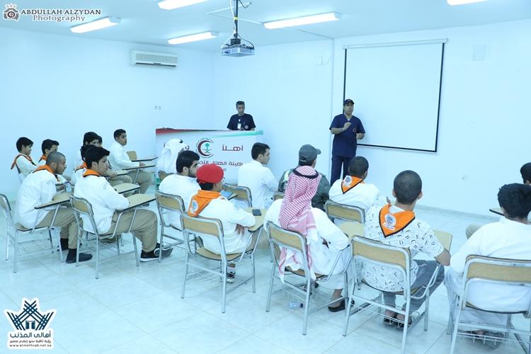 الهلال الأحمر في المذنب يُدرِّب 20 طالباً كشافاً من تعليم المِذنب على الإسعافات الأولية بتغطية إعلامية موقع وسناب #أهالي_المذنب الإلكترونية