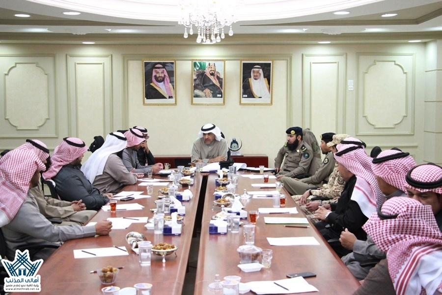 مُحافظ المذنب يرأس إجتماع اللجنة الفرعية للدفاع المدني للعام1439هـ