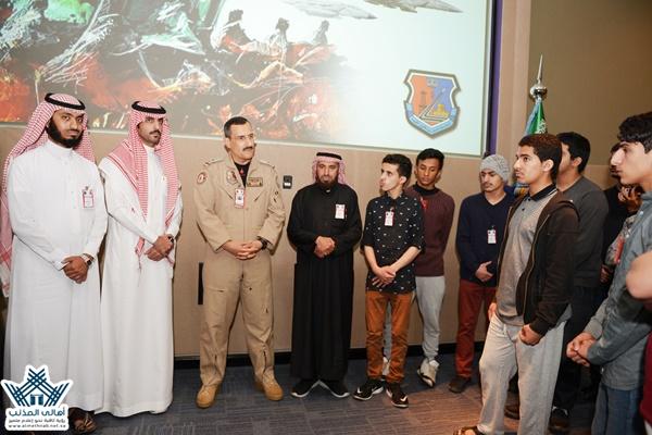 تغطية5 زيارة طلاب ثانوية المذنب لقاعدة الملك عبدالعزيز الجوية في المنطقة الشرقية