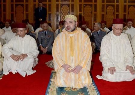 """أمير المؤمنين يؤدي صلاة الجمعة بمسجد """"ولد الحمراء"""" بالدار البيضاء"""