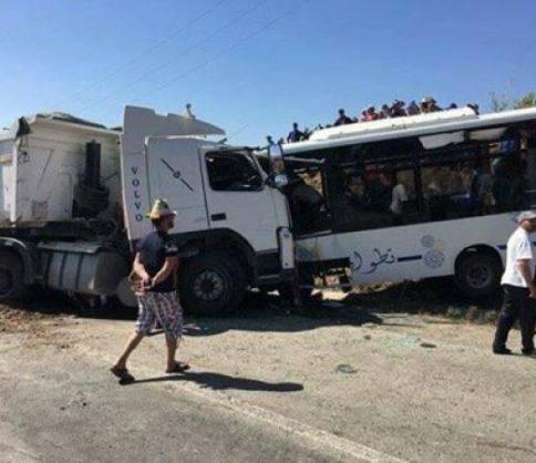 قتيلان وجرحى في اصطدام بين حافلة عمومية وشاحنة نواحي تطوان