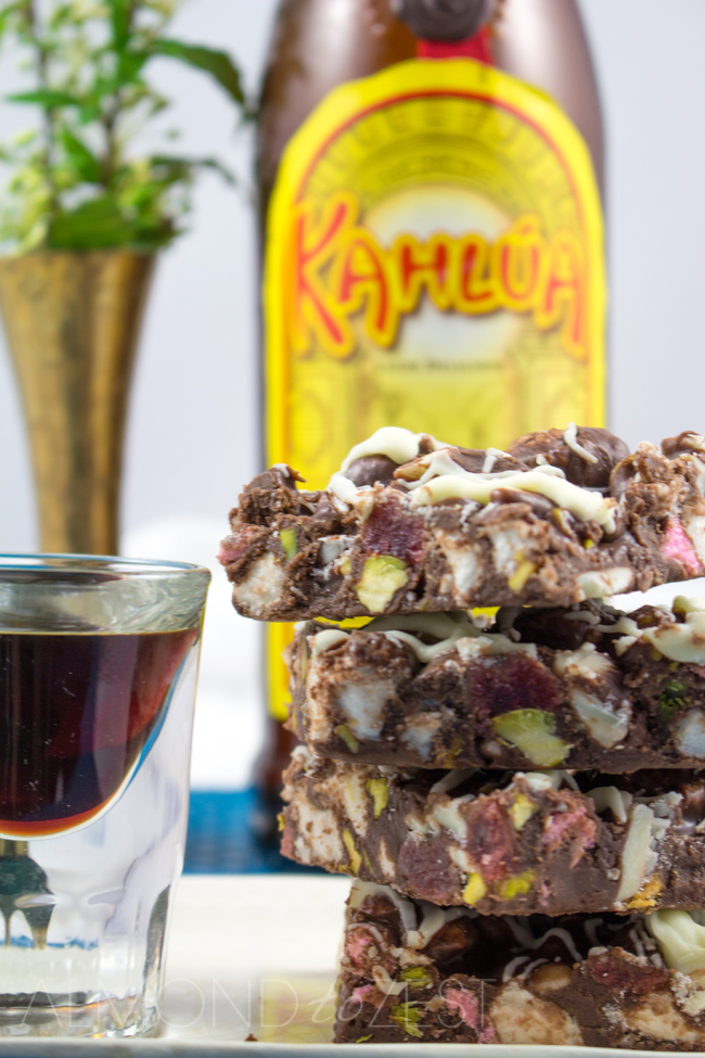 Kahlua Rocky Road Fudge Recipe - A chocoholics dream! Chocolate fudge coating with marshmallows, sugar dusted glazed strawberries, pistachios, white chocolate and a splash of Kahlua!! MUST.MAKE.NOW