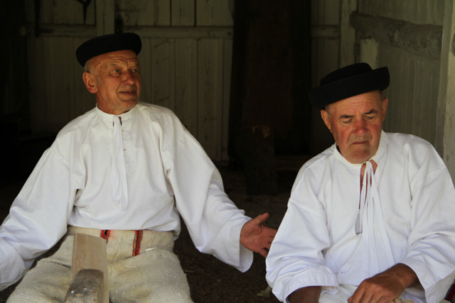 Two Slovak shingle makers tell stories
