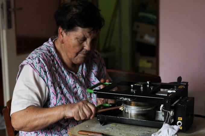 A Slovak makes Christmas wafers
