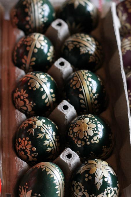 Green straw Easter eggs