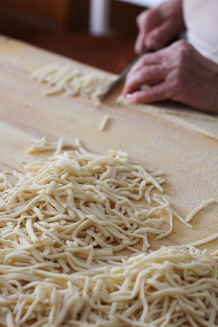 Cutting slize noodles