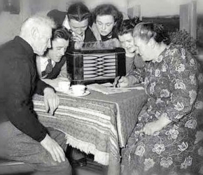 gather round the radio1 - Is Generation Y Killing Radio?