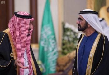 الملك يشرف مأدبة العشاء في الامارات