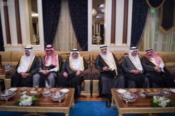 الملك يشرف مأدبة العشاء في الامارات14