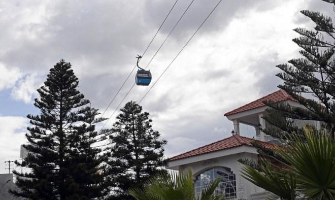 صور.. عربات التلفريك تلامس ضباب أبها على ارتفاع 3 آلاف متر
