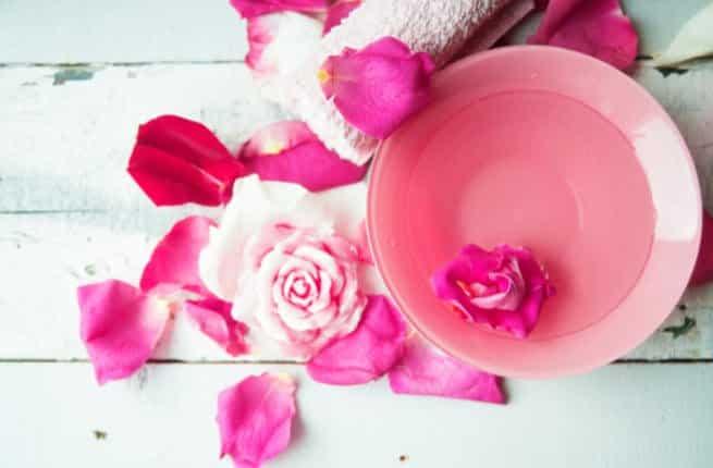 اضرار شرب ماء الورد للحامل