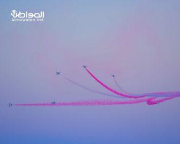 عروض جوية تخطف الأنظار احتفاء باليوم الوطني في الخبر - المواطن