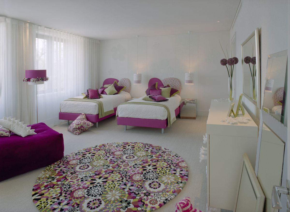 غرف بنات وردية و ابيض سريرين المرسال